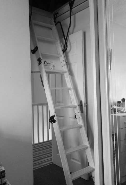 confined-space-loft-ladder-extended-2
